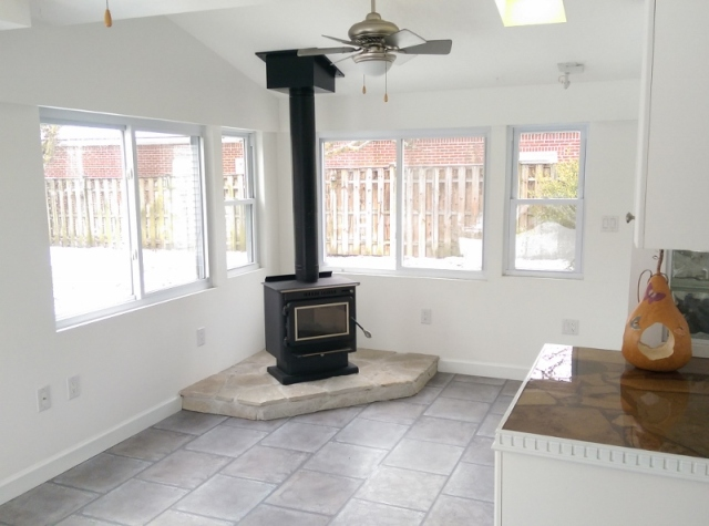 Blog - empty sunroom at new house (800x594)