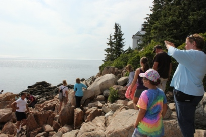 Bass Harbor lighthouse tourists (640x427)